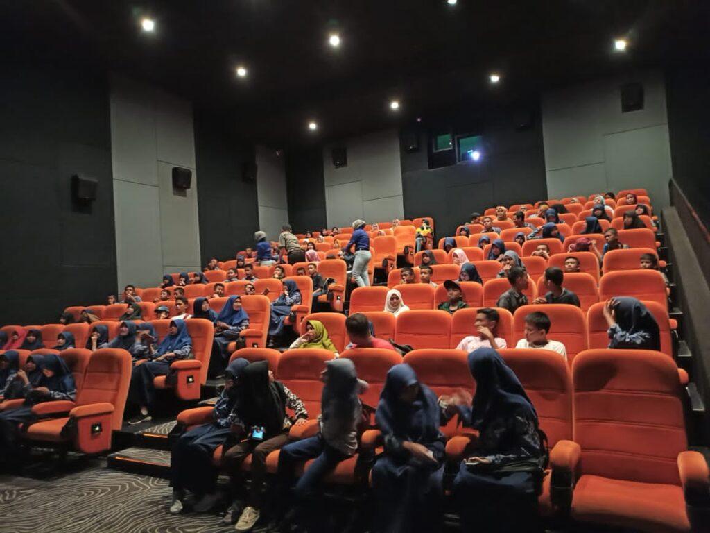 Penonton Bioskop Cinepolis Kendari.