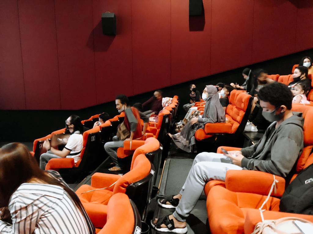 Masyarakat di Bioskop Kendari