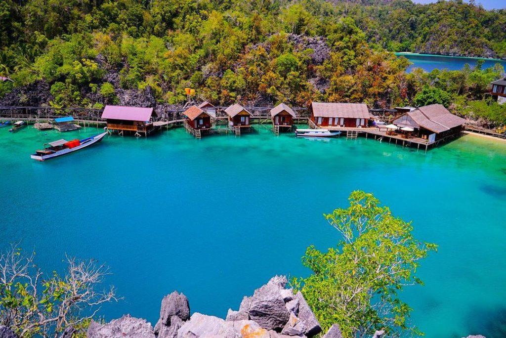 Pulau Labengki terletak di Desa Labengki, Kecamatan Lasolo, Kabupaten Konawe Utara, Provinsi Sulawesi Tenggara.