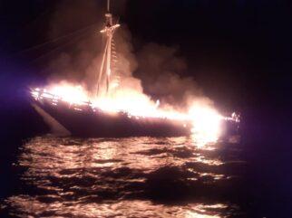 Kapal Motor Yatch Puti Raja Terbakar di Selat Buton