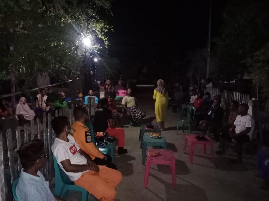 Tim SAR Wakatobi saat tiba di Pulau Runduma untuk berkoordinasi dengan pemerintah setempat dan keluarga korban.