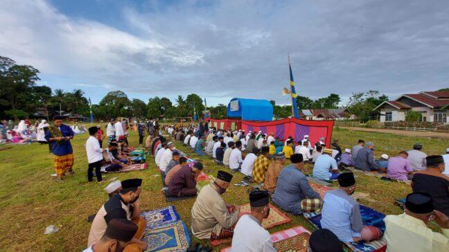 Foto: Suasana Pelaksanaan Salat Id di Lapangan Bola Kolaka