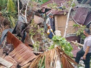 Rumahnya Roboh Tertimpa Pohon Durian, Nenek di Kolaka Utara Berhasil Selamat