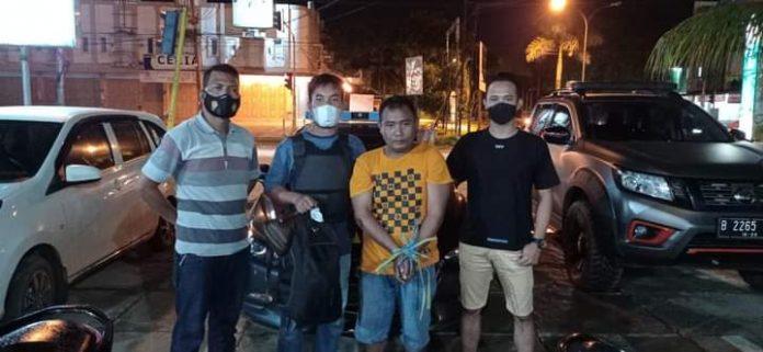 Polisi membekuk pelaku pencurian uang kotak amal di Masjid Madani, Kelurahan Benu-benua, Kecamatan Kendari Barat.