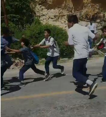 Video Viral! Dua Kelompok Pelajar di Kendari Terlibat Tawuran