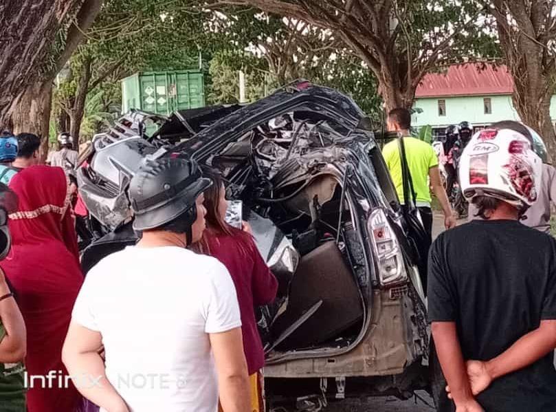 Kondisi mobil jenis Toyota Avanza yang kecelakaan tunggal di Bombana.
