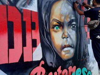 Seniman Baubau Ini Ciptakan Mural Gambar Anak Bermata Biru