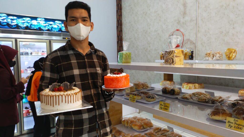 Pemilik Asia Baru Cake & Bakery, La Ode Aslan Ghowe.
