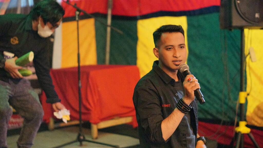 Eza Magician saat tampilkan aksi sulapnya. Foto: Wira Muhammad Rafli/Kendariinfo. (4/9/2021).