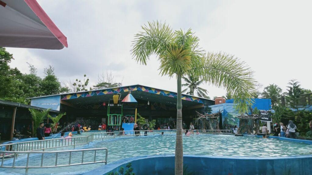 Kolam renang untuk anak-anak di Lalonona Park 2, Desa Lalonona, Kecamatan Amonggedo, Kabupaten Konawe.